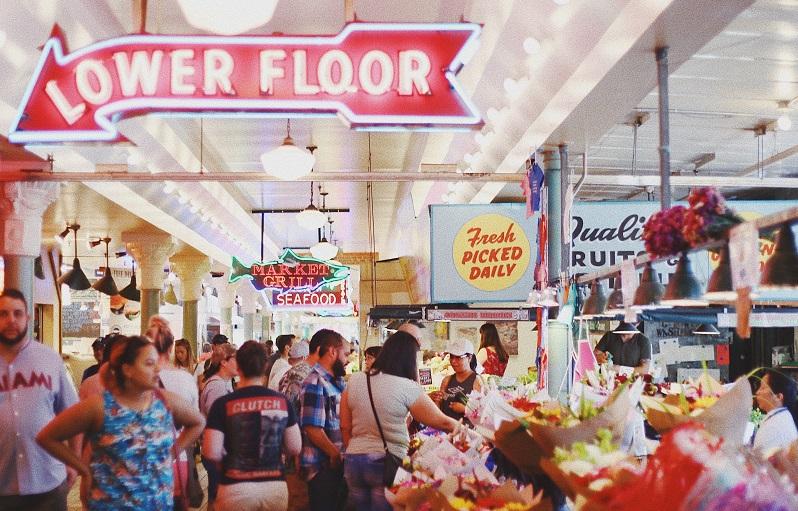 everise-customers-shopping